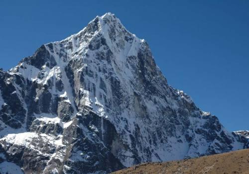 Cholatse Peak Climbing