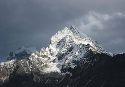 Mt Thamserku Climbing